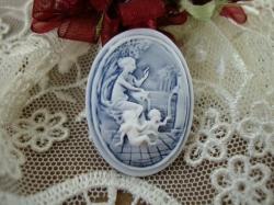11015 Камея «Ангелочки у источника».