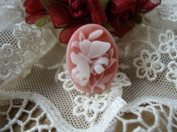 12947 Камея «Мотылек на цветке».